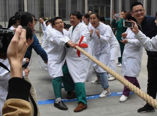 """濮阳东方医院举办""""凝聚力量·团结奋进""""职工拔河比赛活动"""
