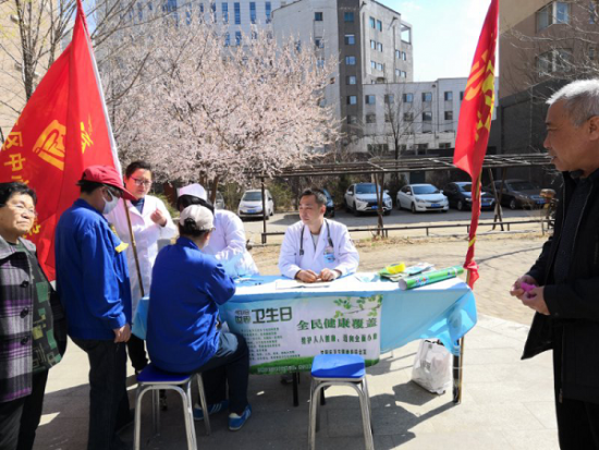 苏家屯区中心医院开展送健康进社区活动